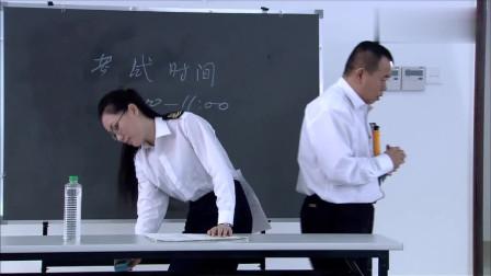 精豆儿:潘大爷盯上美女考官!四下无人,竟偷偷做了这件事!