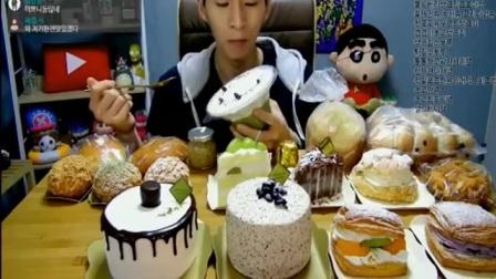 大胃王奔驰哥吃四人份的蛋糕和面包,你能吃完这么多甜点吗