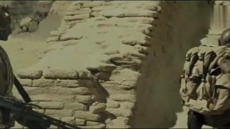 《刀锋战士3》战士在沙漠里被不明怪物