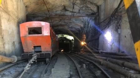 广西南丹一矿业公司发生冒顶事故 11人被困2人遇难 消防紧急搜救
