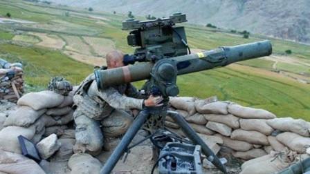 一物降一物!1200米外开火 110枚导弹呼啸而来 数十辆坦克报废