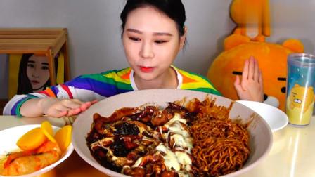 韩国大胃王吃炸酱面拌辣炒年糕,全程嘴巴没停过,这吃相真诱人!