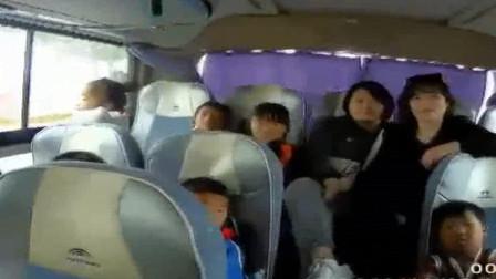 淮南:研学路上严重超载, 小学生挤满车厢