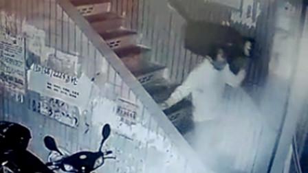 【重庆】监拍:重庆一男子凌晨偷煤气罐