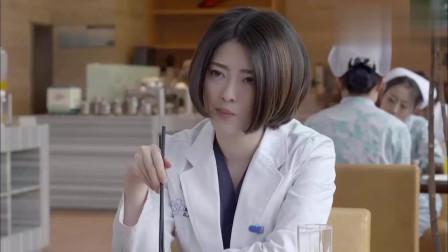 产科医生:朱医生和肖主任吃饭有说有笑,心机女医生却不爽翻白眼