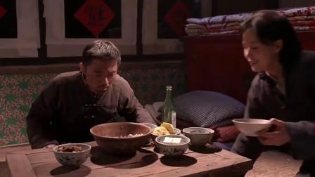 饥荒年代,农民们终于吃上肉饺子,这来之不易的幸福看着真心酸!