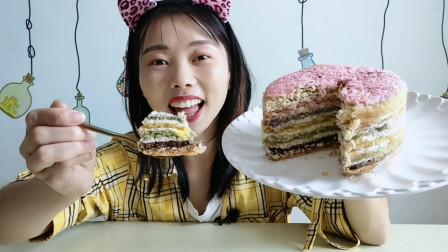 """美食拆箱:妹子吃""""彩虹提拉米苏"""",七彩层次味分明,香甜真好吃"""