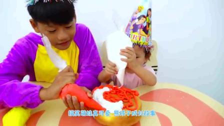 萌娃小可爱和妹妹一起做了一个美味的生日蛋糕,小家伙真是萌萌哒!萌娃:还有点复杂呢