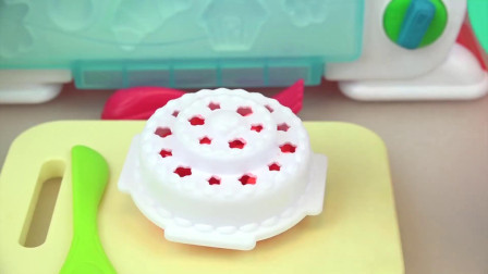 米露准备食材给宝宝制作奶油生日蛋糕