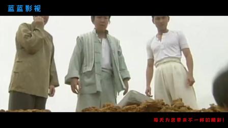 刚下葬的尸体不翼而飞,九叔让徒弟捉一只大公鸡,晚上准备捉妖怪