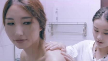 墨玉太极:闺蜜洗澡喊美女来搓背,殊不知美女是个变过身