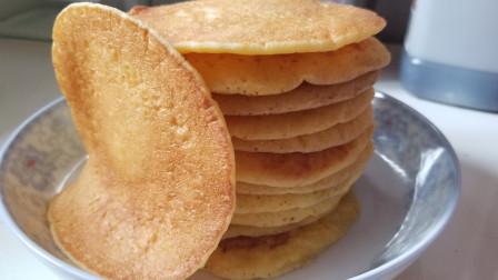 早餐发愁吃什么,小伙教你玉米面鸡蛋饼的做法,简单好吃,暄软蓬松,明天早上就做