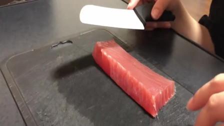猫咪不爱吃鱼那是鱼不好,像这位主人用金枪鱼喂猫,没有不吃的