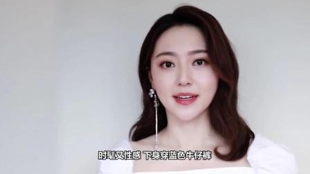 她签约杨幂公司10年才大红,今穿花边领衬衣配高腰裙,知性优雅