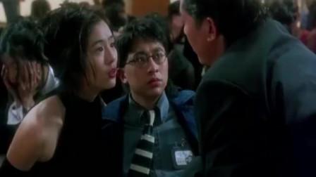 邱淑贞年轻时真是太美了,戏里和李连杰恋恋不舍,笑容太迷人