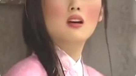 残剑震江湖:姑娘学人化妆,不料却画成这幅模样,周围人都吓跑了