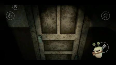 恐怖医院:在屋里搜东西的时候,突然停电了,太吓人了