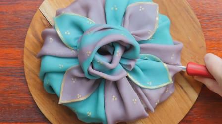 店家推出新型蛋糕!将米糕做成蛋糕模样,一刀切开,里面还裹着馅