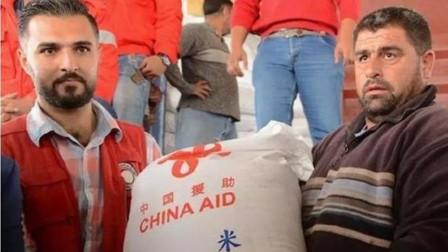美军大肆掠夺油田,叙叛军洗劫粮库:中国巨轮抵达,送来救命大米