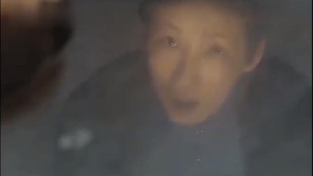 法证先锋:大妈发现地上有影子,抬头一看顿时吓坏了,太可怕!