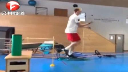 滑雪运动员平衡训练视频走红,高难度一气呵成