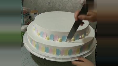 给女儿订了一款双层蛋糕,见到最后的成品,真是简单又漂亮
