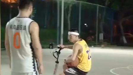 汽车修理工,打篮球带把锤子,这不很正常吗?