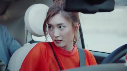 恋爱先生:美女装酷开着迷你车接人,这上车的方式也太特别了