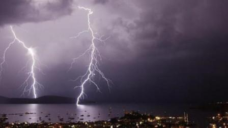 打雷时闪电劈到大海中,海里的鱼会怎么样?说出来你可能不信!
