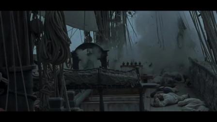 在大风大浪的海上,两艘战舰互相对射的很过瘾《怒海争锋》