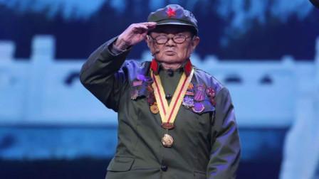 身高只有1.2米的抗战老兵李安甫,13岁参加八路军,现94岁仍健在