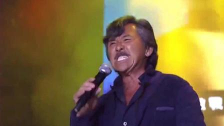也只有他唱歌,下面坐得都是巨星!