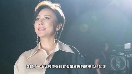 53岁刘嘉玲穿粉嫩吊带光彩照人 优雅灿笑气质高贵