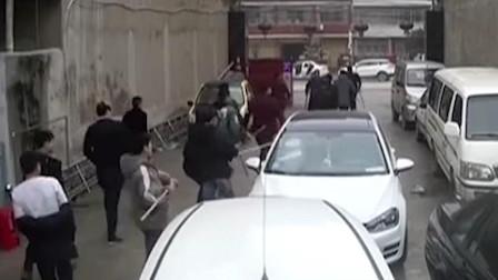 修车店被人打砸,店主看清肇事者后惊了,竟然是侄女的男友!