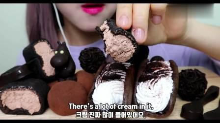 小姐姐吃巧克力麻薯蛋糕卷,软绵香甜,口感超级赞呀