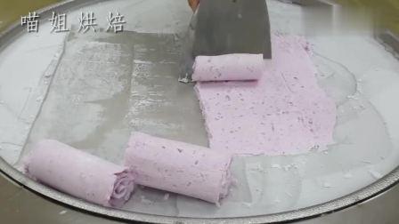 把酸奶浇到一根蓝莓冰棍上,炒成了美味的冰淇淋!看着就很诱人
