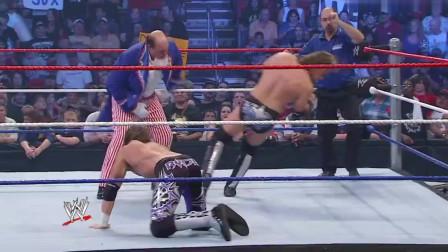 WWE:艾吉为报夺妻之仇,拿皮鞭狂抽美国大叔,看着都痛啊!