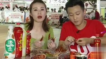 在夜市吃小龙虾真享受,吹着夏天的暖风,特别适合情侣一起来吃