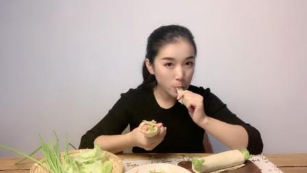 池小霞家的煎饼,炒土豆丝煎火腿肠加生菜,煎饼卷万物,美味