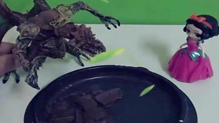 育儿亲子幼教玩具:大怪兽要抢小白雪的生日蛋糕没想到