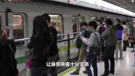 女子地铁吃东西味太大,女律师耐心劝阻反被骂:你连个摆地摊的都不如!