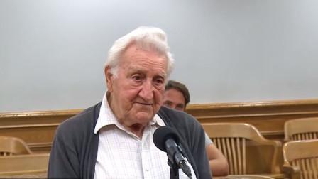 93岁老爷子开车违规,在法庭表露身份后,他的往事赢得全场尊敬
