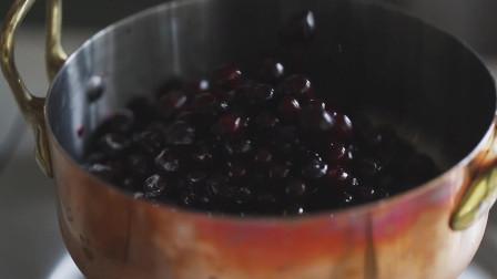《韩国农村美食》酸甜可口的蓝莓酱,配上松软的面包片,美味