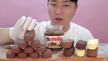 韩国吃货小哥, 吃冰淇淋,配上巧克力,吃得太过瘾了