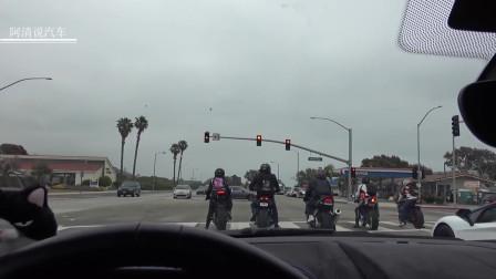 哔哔哔,兰博基尼驾驶员嘲笑开二轮摩托车是屌丝,结局亮了!