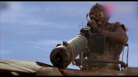《未来水世界》:面对飞机扫射,女子使用鱼枪直接把飞机给射穿了