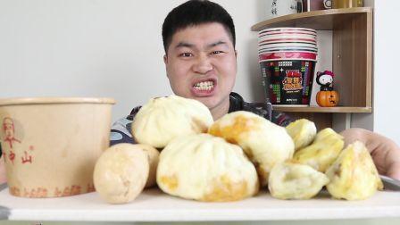 郑州最火早餐店,四个包子八个煎包配一碗胡辣汤,一个人花26元,大早上就吃撑了!