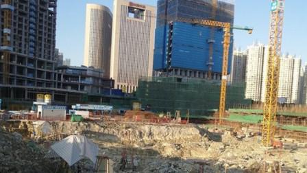 贵州致8死2伤工地垮塌事故调查:抢工期致墙柱断裂