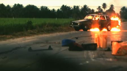 影视:小伙开车时突然看见有辆车了,怎料下车后,什么都没有