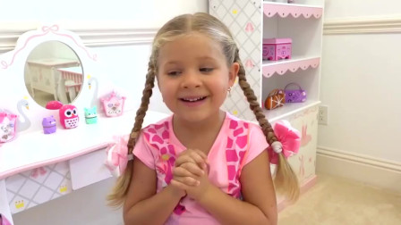 爸爸送给萌娃小可爱一套儿童化妆品,小家伙想用它把自己打扮的美美哒!—萌娃:我漂亮吗?